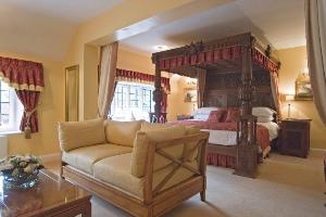 King Suite Jacobean