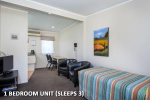 8 One Bedroom Triple