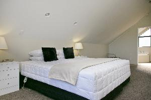 Deluxe 1 Bedroom wit