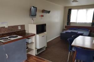 Kitchen Cabin for 6
