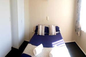 1 Queen bed&1 Single