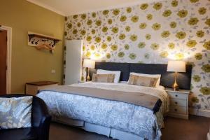 The Gloucester superking bed.  (splitable)