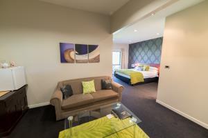 Tui suite seating area