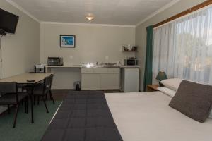 Budget Motel 5