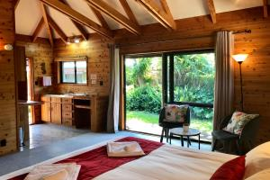 Queen Tropical Villa