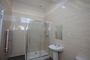 Cottage 6 upstairs bathroom