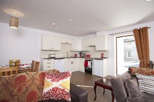 Cottage 3 kitchen/dining area