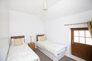 cottage 2 double/zip and lock bedroom