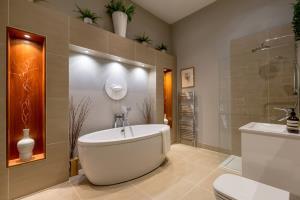 Arrival Bath/Shower