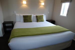 Queen One Bedroom