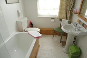 6: Twin, private wc