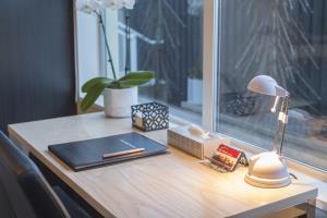 Studio unit table