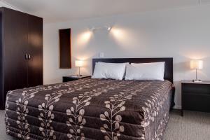 2 bedroom sleeps 4