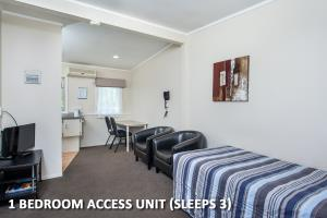 5.One Bedroom Triple