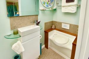 Bedroom en-suit. Eco toilet & shower